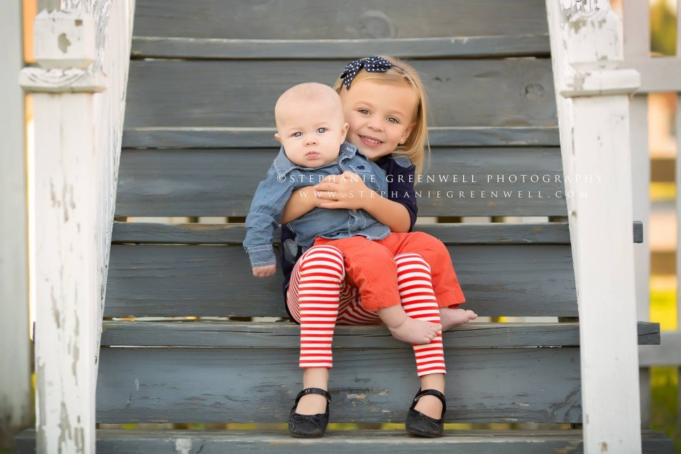 children siblings new madrid child on stairs stephanie greenwell southeast missouri photographer