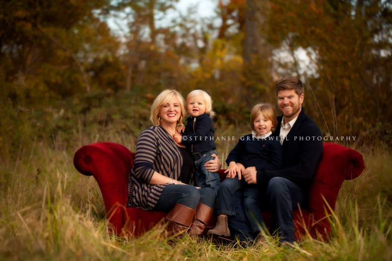 fall family mini red couch julie jerrad cude southeast missouri family photographer stephanie greenwell