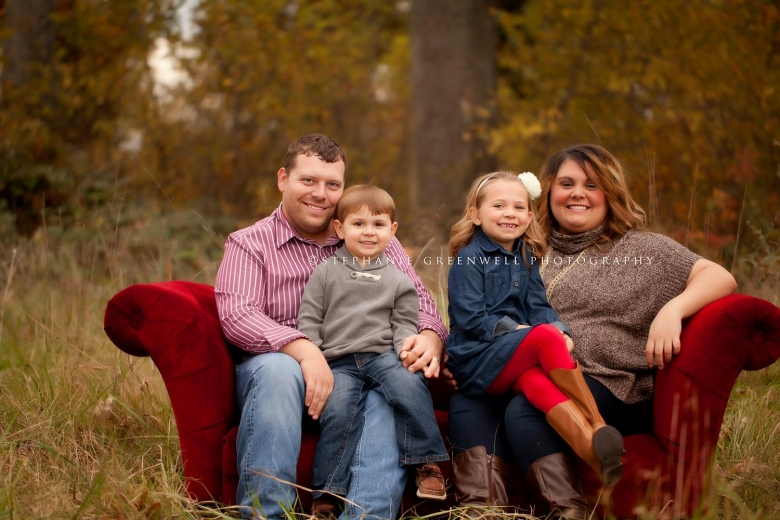 fall family mini red couch ashley derek jackson southeast missouri family photographer stephanie greenwell