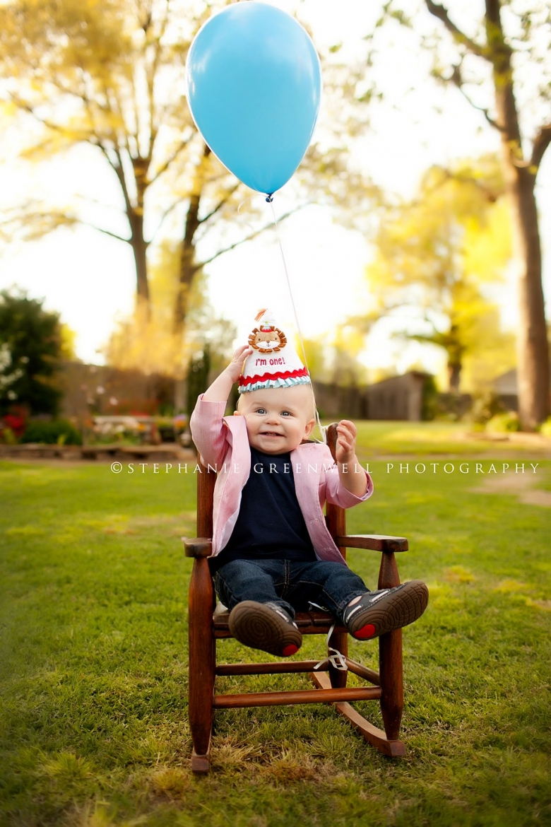 baby first year birthday balloon chair hat jude kennett missouri southeast missouri photographer stephanie greenwell