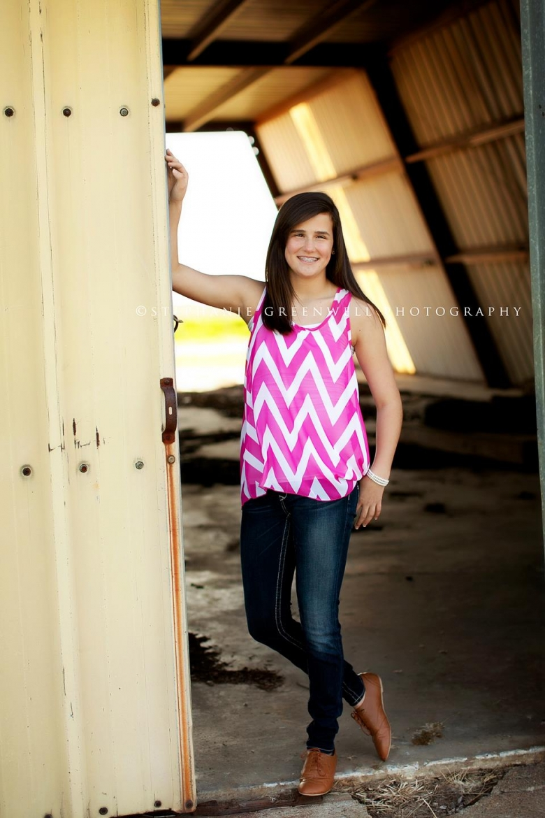 teens katya chevron old building southeast missouri photographer stephanie greenwell