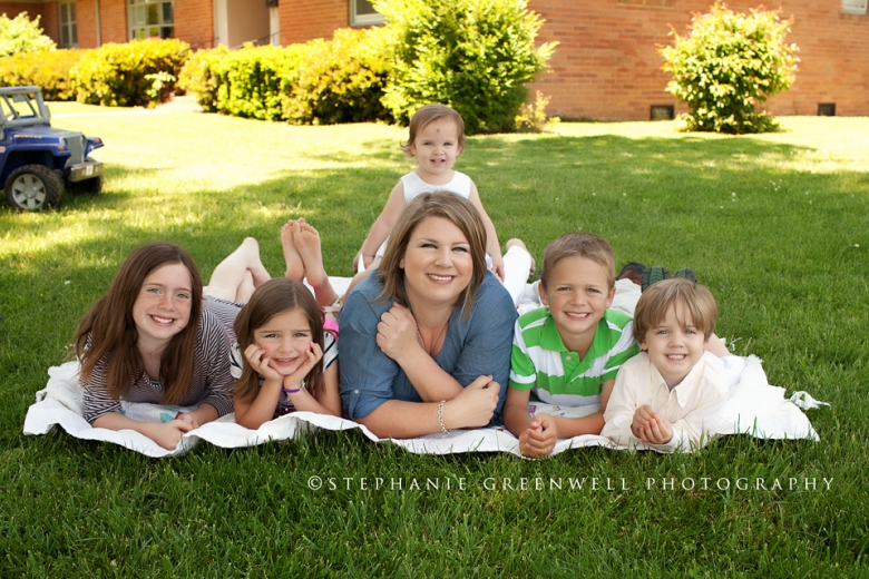mothers day 2013 mom and children on lawn stephanie greenwell southeast missouri photographer