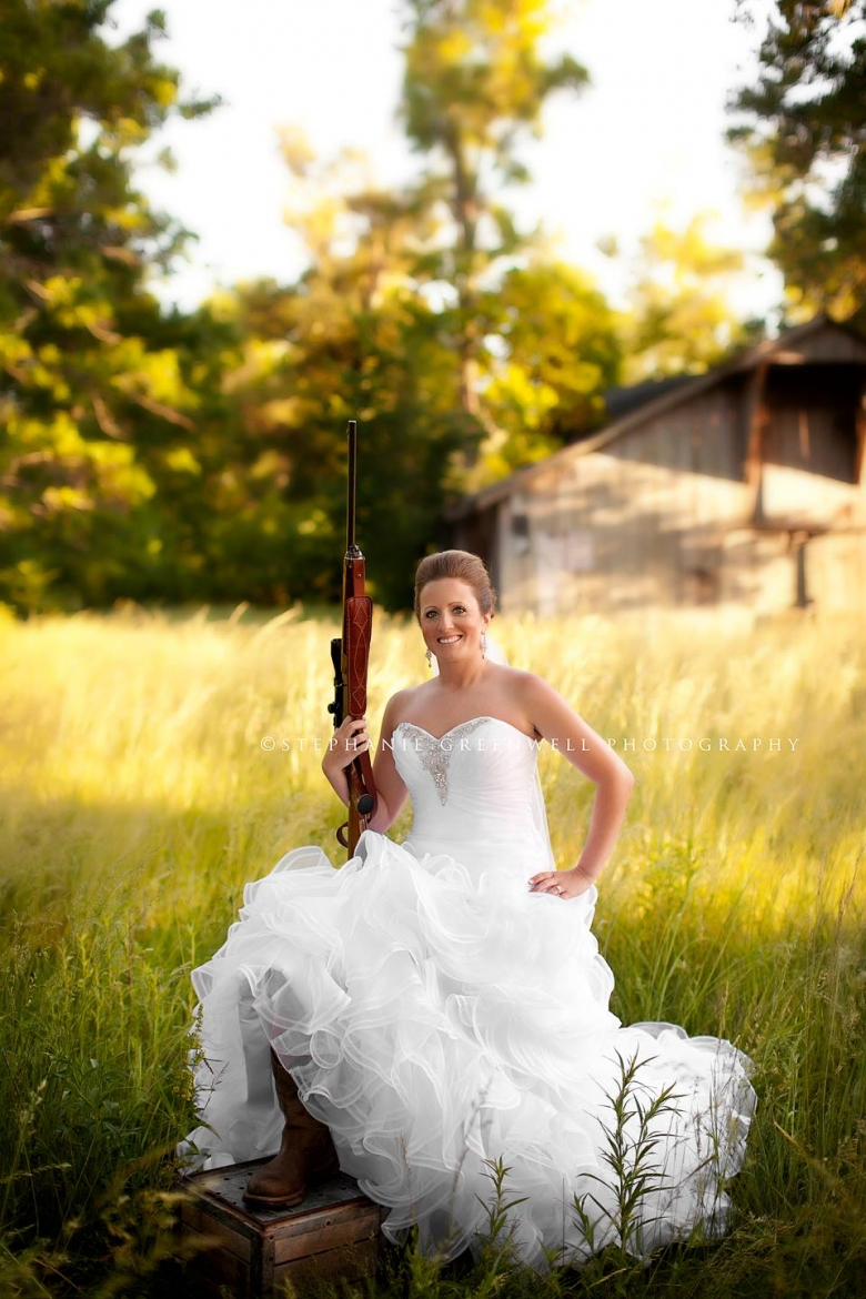 bridal field leslie cartee shotgun boots southeast missouri wedding photographer stephanie greenwell